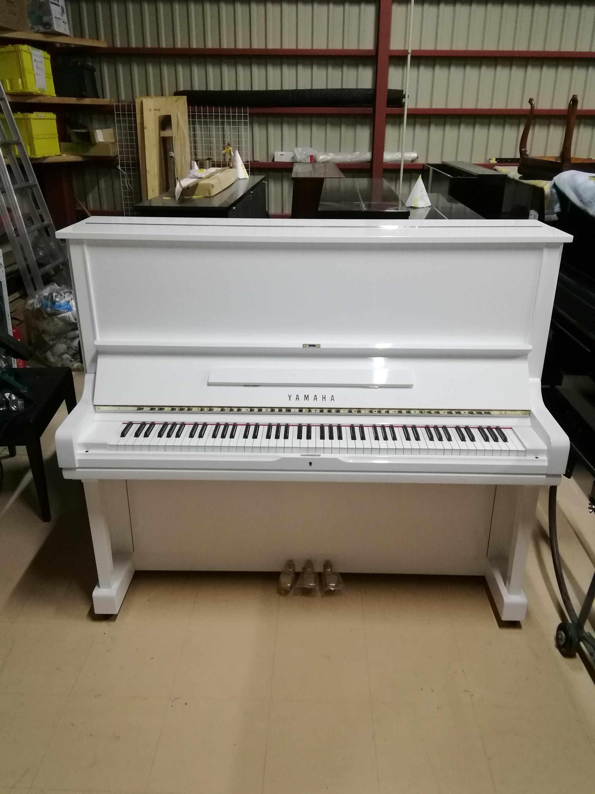 ホワイトピアノ